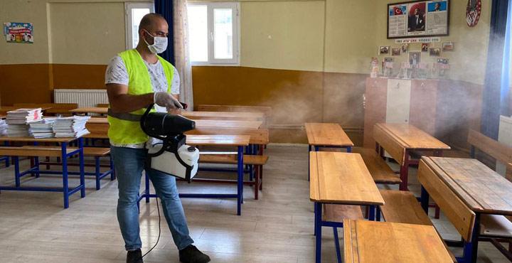 Samandağ'da Okullar Dezenfekte Ediliyor